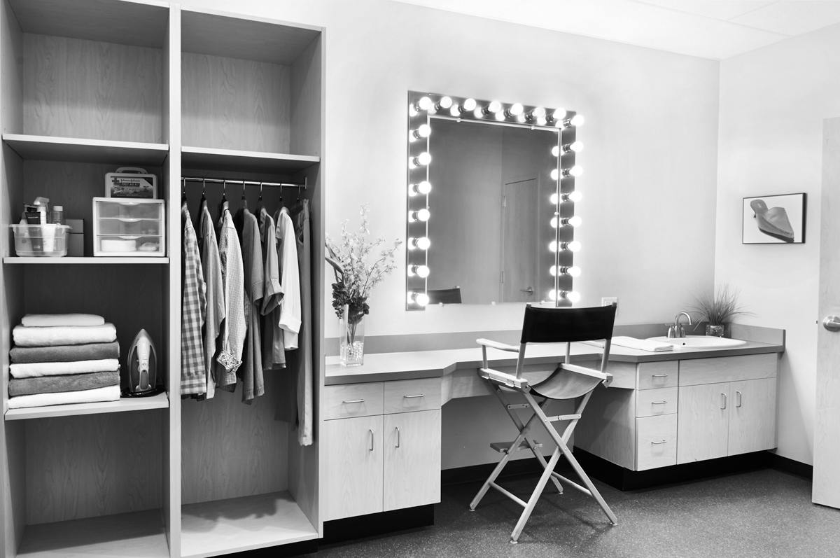 dressing room_sB-bw