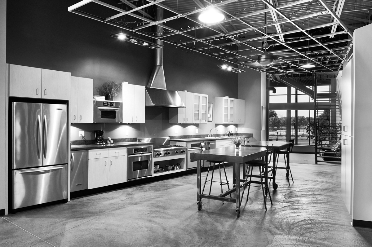 kitchen&lobby-bw